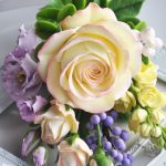 How to decorate cakes with sugar roses