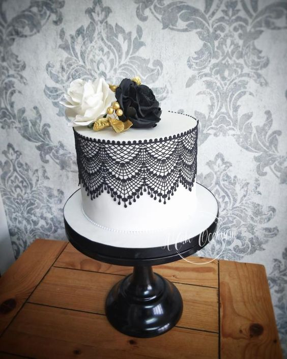 Single Tier Cake with Sugar Lace