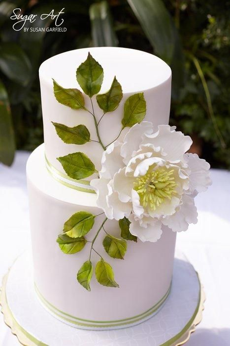 An open peony cake with gumpaste work