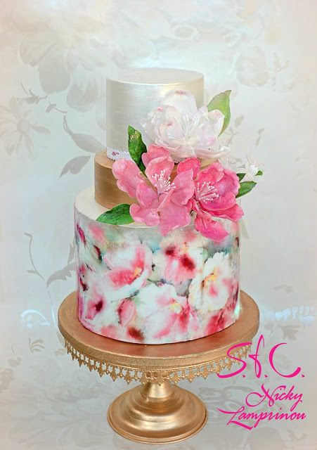 Leanr how to get this effect with these watercolor cake tutorials