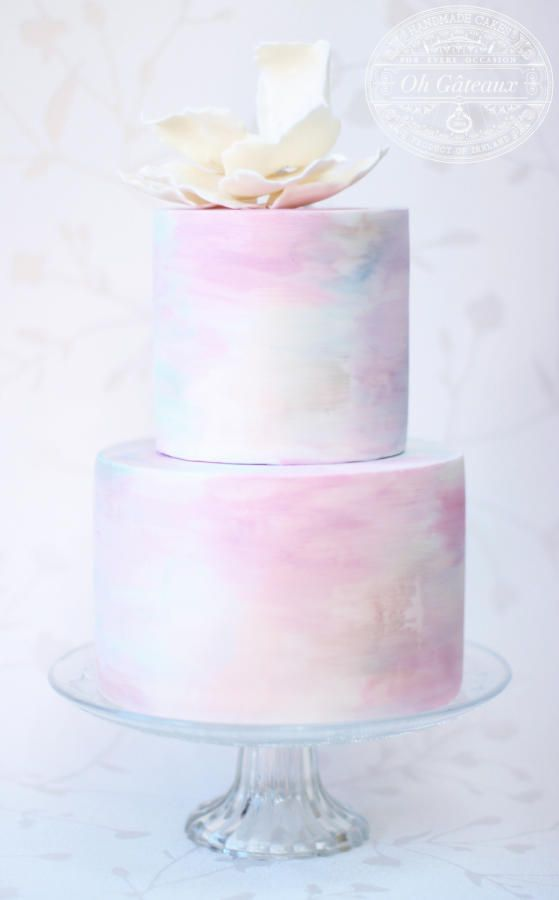 An easy light color cake with an elegant cake decorating effect on it