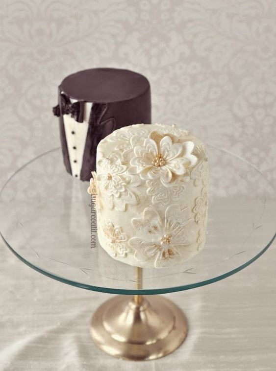 white and brown miniature wedding cakes