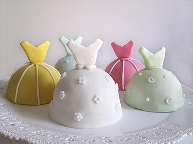 dress shaped Mini Cake Tutorials