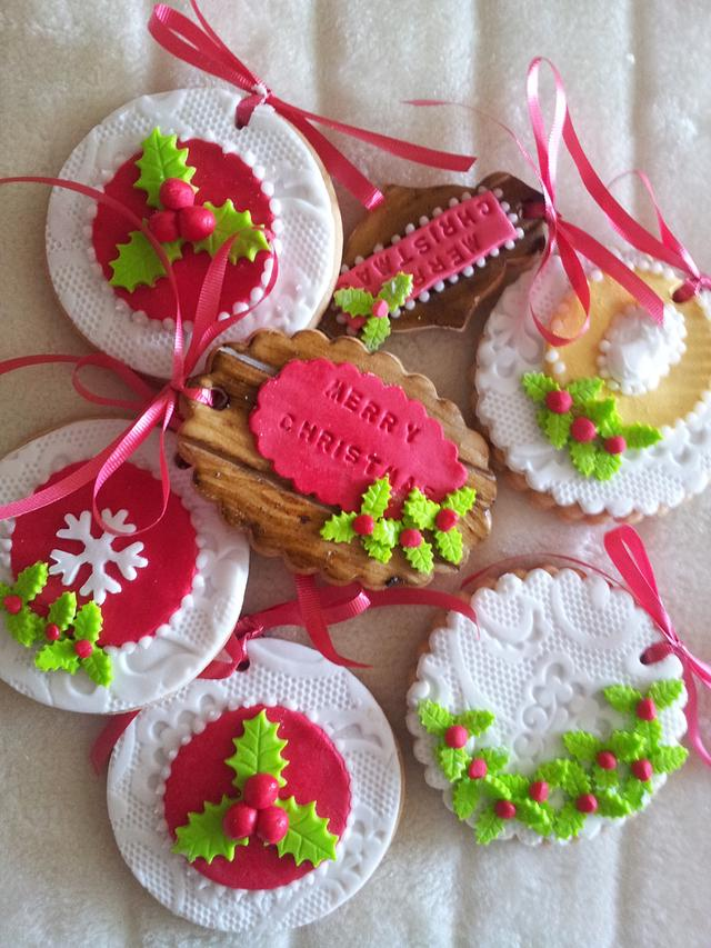 Lace effect cookies decorated with sugar holly's