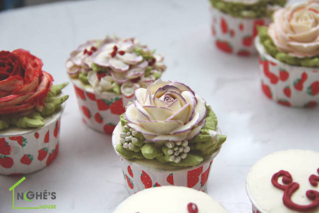 a butter cream rose on every cupcake using icing
