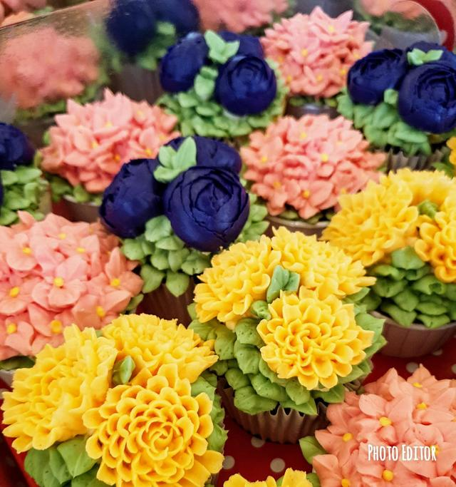 colorful flowers on a cupcake using frosting - Buttercream Flower Cupcake Tutorials