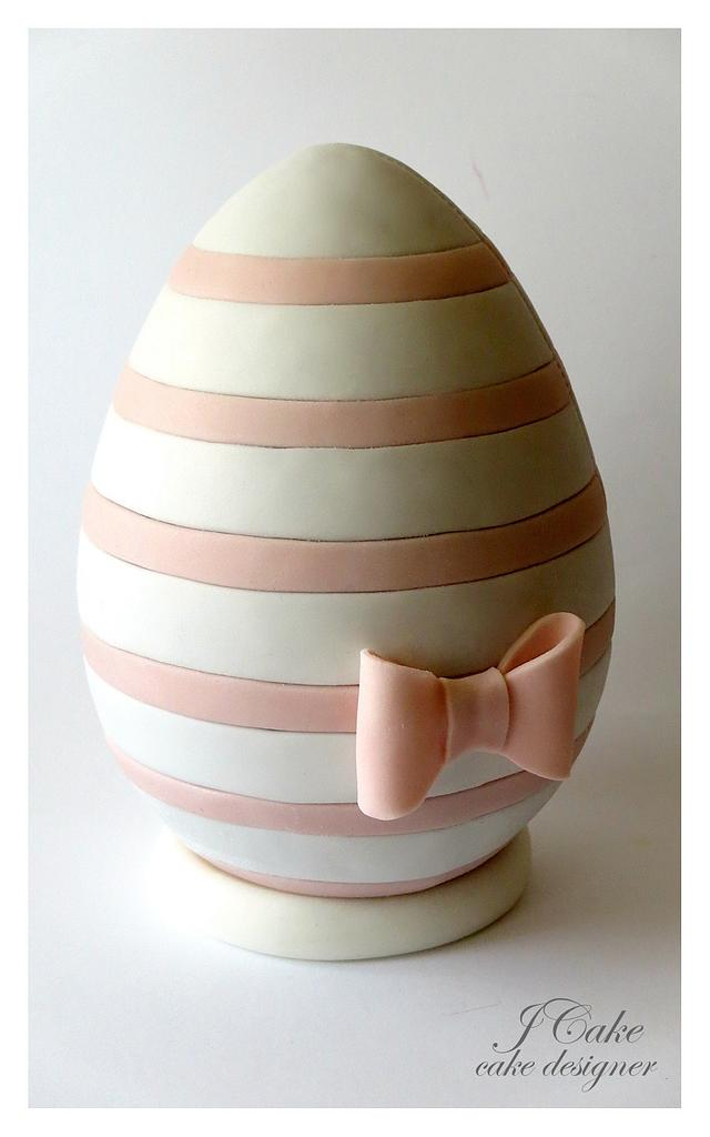fondant egg with a bow and stripes on the sugar egg
