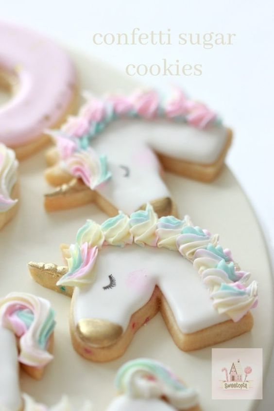 simple horse shape biscuit with white royal icing work
