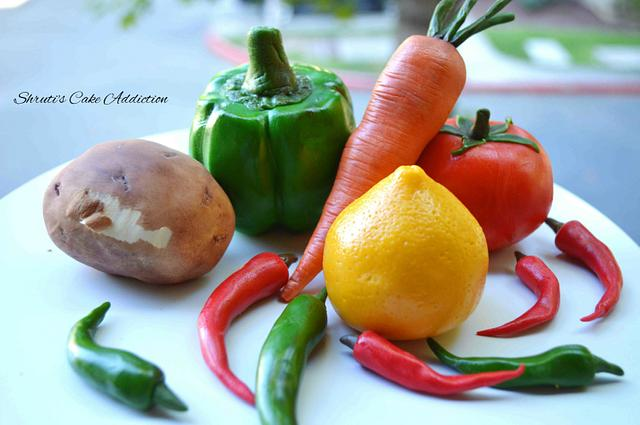 realistic looking sugar carrot, fondant chili's and other veggies made of fondant