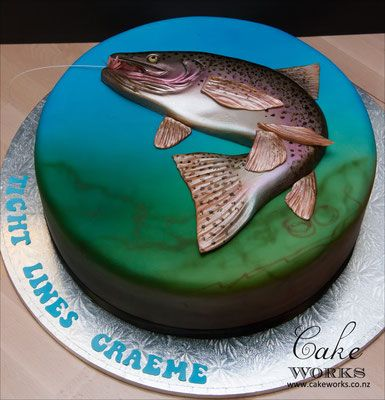 Sea creature cake tutorials - A silver realistic looking fish made of cake