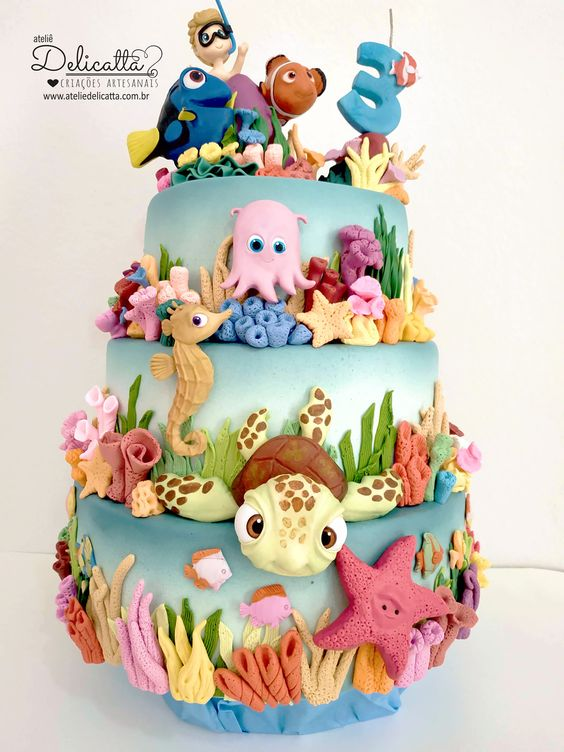 Sea creature cake tutorials - a cake covered with fondant sugar creatures like dory, nemo, turtles, star fish, sea weeds and more