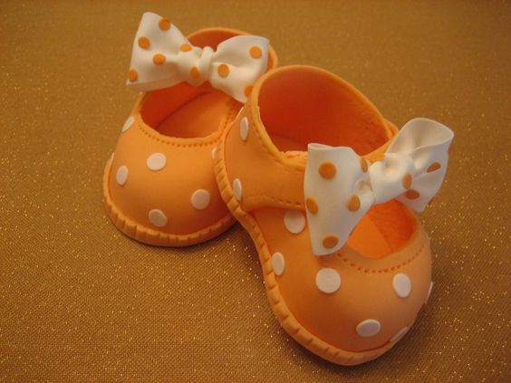 orange polka dor shoes with fondant bow on it - Baby Shoe topper tutorials