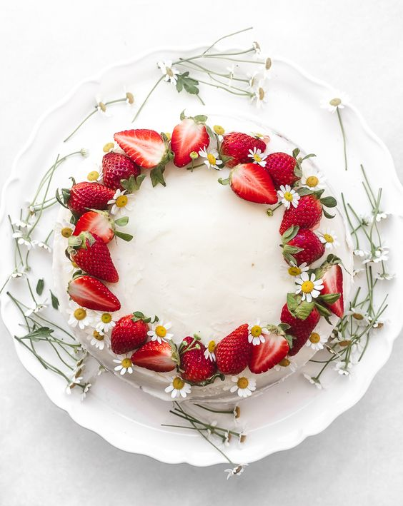 round cake with leaves flowers and strawberries - Strawberry Theme Cake Tutorials