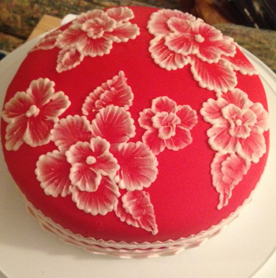 royal icing flowers with white icing nozzle work