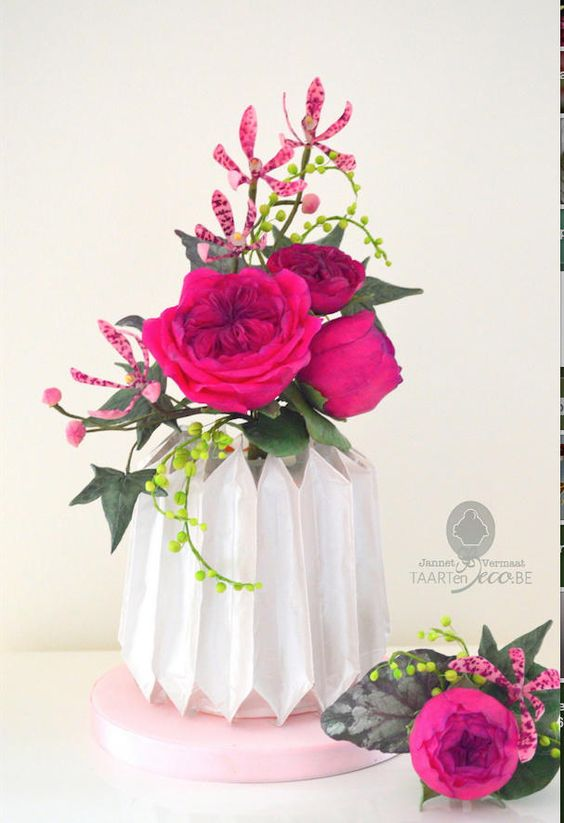 Origami Cake Tutorials - vaz shape origami cake with pink flowers in it