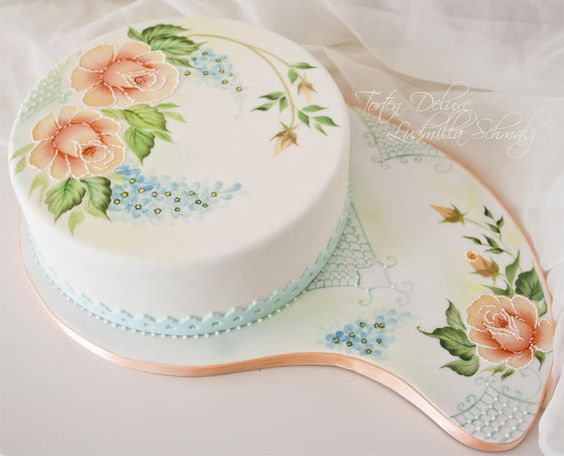 painting on cakes using edible color