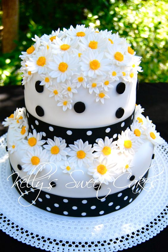 daisies on cake with black polka dots - Floral Theme Cake Tutorials