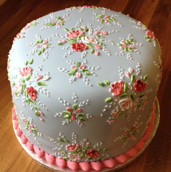 Floral Theme Cake Tutorials - royal icing flowers with nozzles