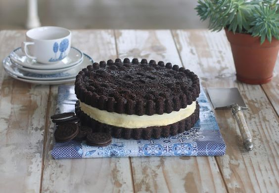 cake in the shape of real oreo biscuit - Oreo Theme Cake Tutorials