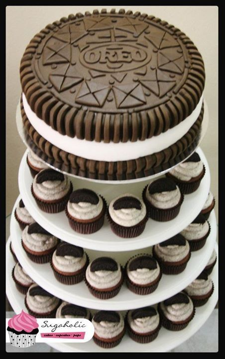 3D cookie biscuit cake with cupcakes made of oreos