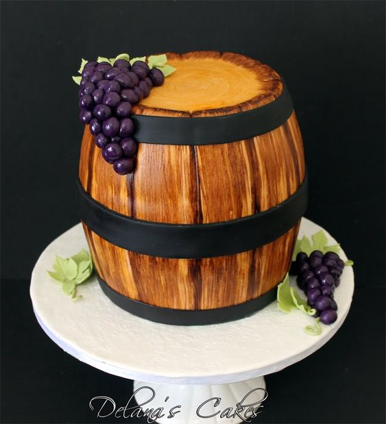 wooden effect with grapes of fondant