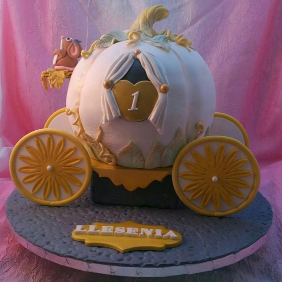 Cinderella Carriage Cake Tutorials with a fondant mouse